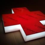 Krzyż apteczny czerwone lico, boki białe