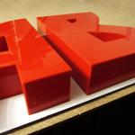 litery 3D plexi na podkładzie