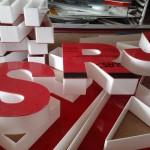 Litery 3D biały bok czerwone lico