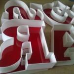 Litery 3D z szeryfami